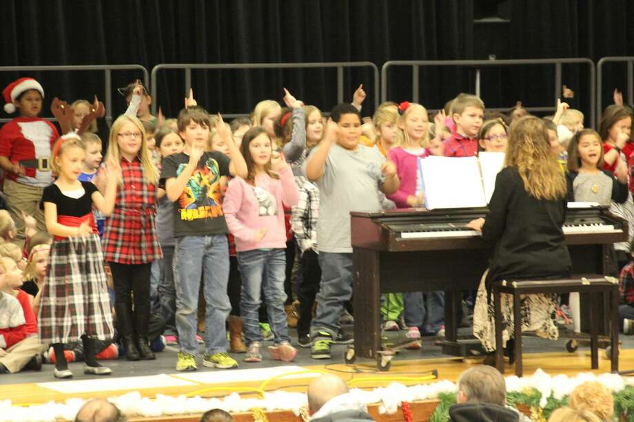 Bad Axe Elementary hosted its annual Christmas program Thursday at Bad Axe High School. Photo: Seth Stapleton/Huron Daily Tribune