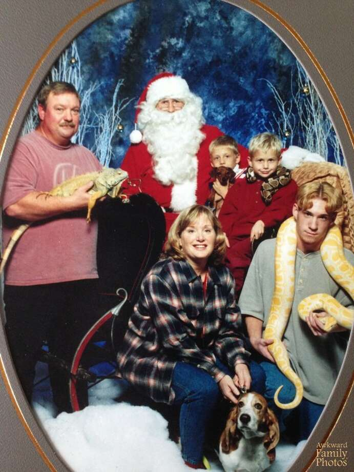 Cold-blooded Christmas Photo: Awkward Family Photos