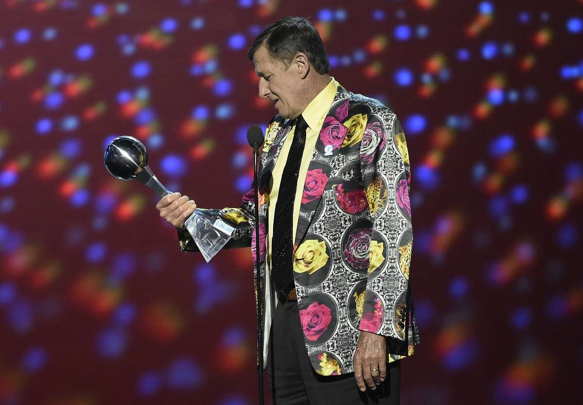 Craig Sager: 1951-2016 In this July 13, 2016, file photo, Craig Sager accepts the Jimmy V award for perseverance at the ESPY Awards at Microsoft Theater in Los Angeles. Longtime NBA sideline reporter Craig Sager has died at the age of 65 after a battle with cancer. Turner President David Levy says in a statement Thursday, Dec. 15, 2016, that Sager had died, without saying when or where. Keep going for a look back at Sager's legendary wardrobe during his years on the sideline.