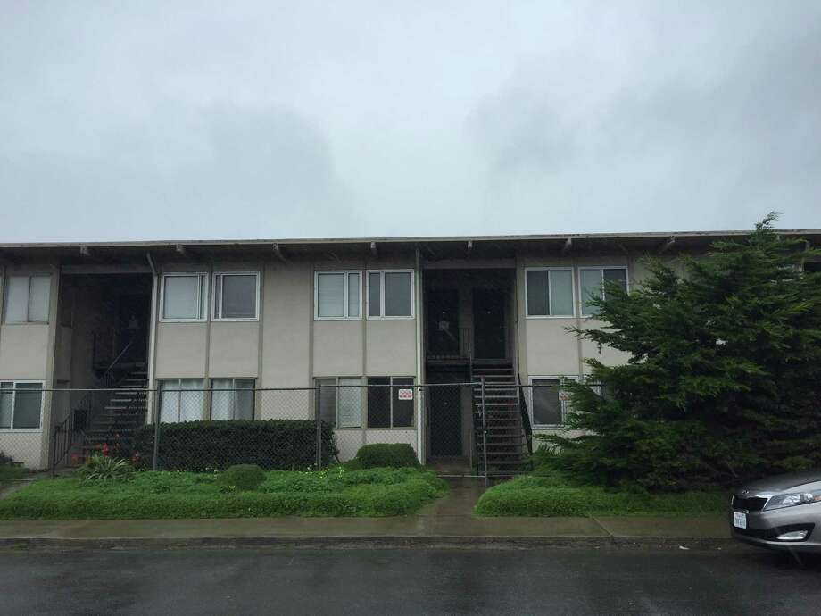 The city of Pacifica announced Thursday plans to demolish a 20-unit apartment complex that sits on a crumbling cliffside. Photo: Sarah Ravani / The Chronicle / Sarah Ravani / The Chronicle