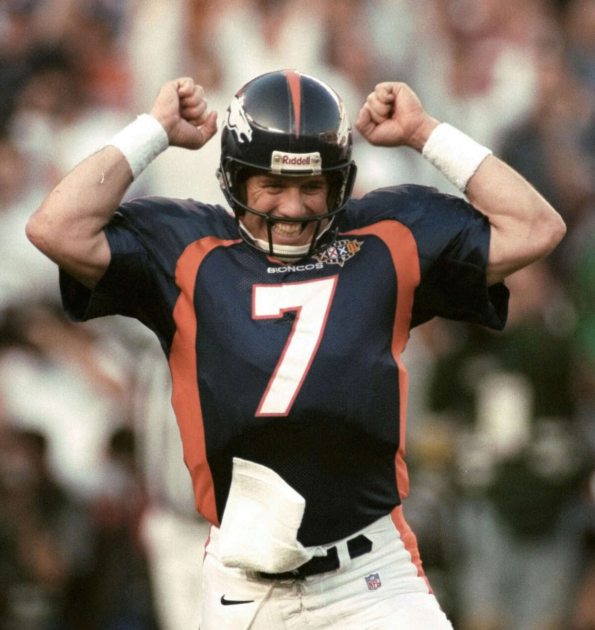 Denver Broncos quarterback John Elway celebrates after a touchdown against the Green Bay Packers during the first quarter of Super Bowl XXXII at San Diego's Qualcomm Stadium Sunday, Jan. 25, 1998. (AP Photo/Boulder Daily Camera, Cliff Grassmick)