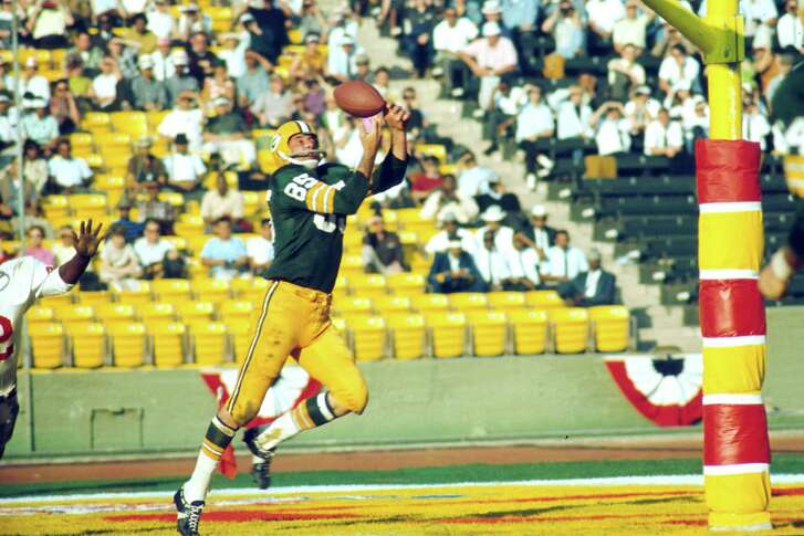 Green Bay Packers wide receiver Max McGee (85) makes a juggling touchdown catch during Super Bowl I, a 35-10 victory over the Kansas City Chiefs on January 15, 1967, at the Memorial Coliseum in Los Angeles, California.   Super Bowl I - Kansas City Chiefs vs Green Bay Packers - January 15, 1967 (AP Photo/NFL Photos)