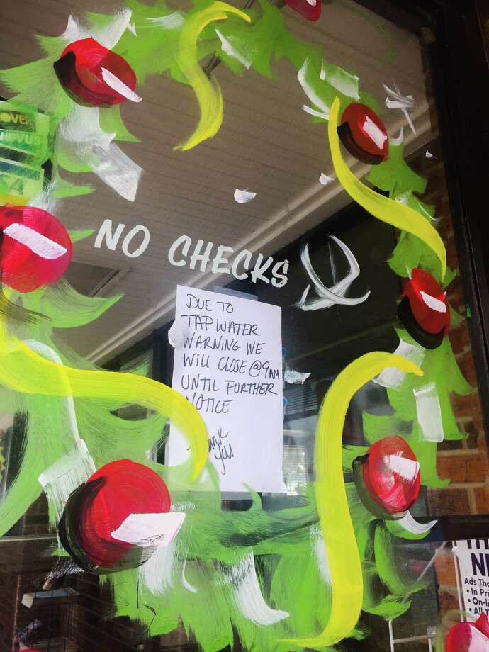 A sign in the window at Taqueria Los Altos de Jalisco #2 says they are closed until further notice due to water contamination on Thursday , Dec. 15, 2016 at I-37 and Corn Products Rd. in Corpus Christi. Photo: Bob Owen, San Antonio Express-News / San Antonio Express-News