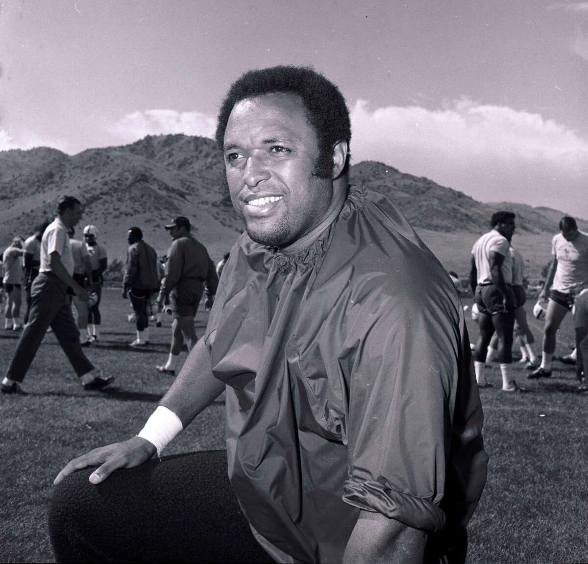 This Aug. 26, 1970 file photo shows Baltimore Colts football player John Mackey. Hall of Fame NFL player John Mackey has died. He was 69. Chad Steele, a spokesman for the Baltimore Ravens, said Thursday, July 7, 2011, that Mackey's wife had notified the team about her husband's death. (AP Photo/File)
