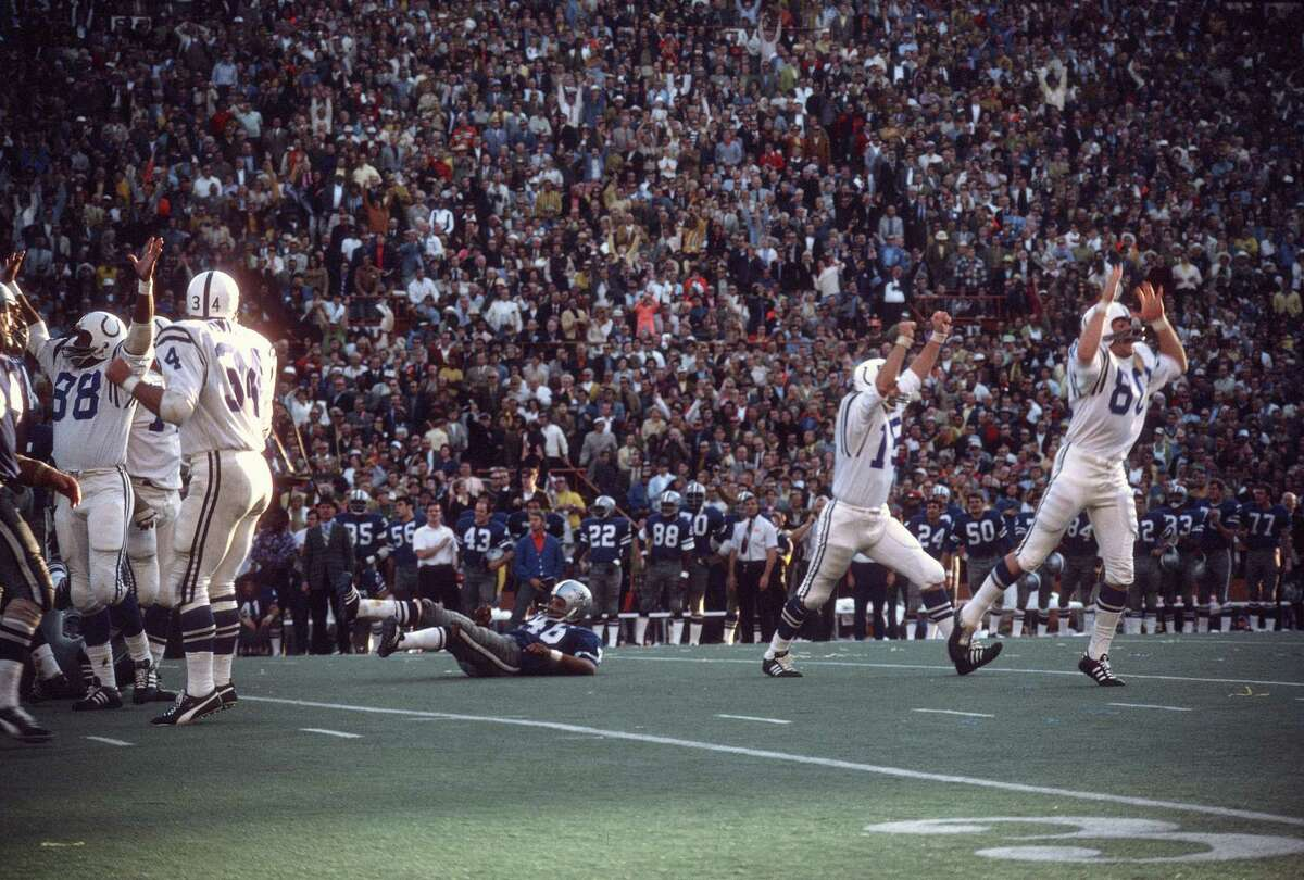 MIAMI, FL - JANUARY 17: Earl Morrall #15 and Jim O'Brien #80 of the Baltimore Colts celebrates after O'Brien makes a field goal against the Dallas Cowboys during Super Bowl V on January 17, 1971 at the Orange Bowl in Miami, Florida. The Colts won the Super Bowl 16-13. (Photo by Focus on Sport/Getty Images)