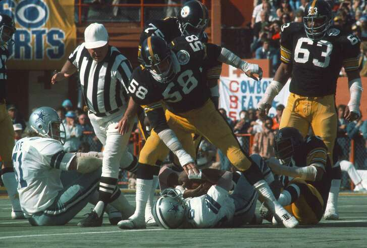 MIAMI, FL - JANUARY 18:  Jack Lambert #58 of the Pittsburgh Steelers tackles Preston Pearson #26 of the Dallas Cowboys during Super Bowl X on January 18, 1976 at the Orange Bowl in Miami, Florida. The Steelers won the Super Bowl 21-7. (Photo by Focus on Sport/Getty Images)