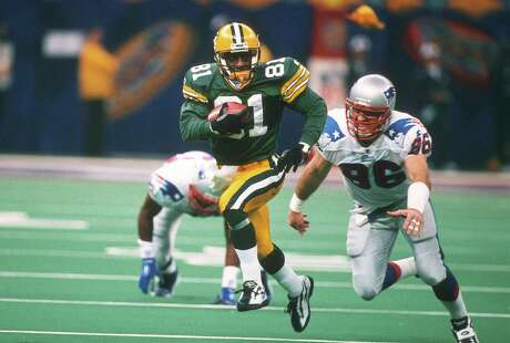 NEW ORLEANS, LA - JANUARY 26:  Desmond Howard #81 of the Green Bay Packers returns a kickoff while pursued by Mike Bartrum #86 of the New England Patriots during Super Bowl XXXI January 26, 1997 at the Louisiana Superdome in New Orleans, Louisiana  The Packers won the game 35-21. (Photo by Focus on Sport/Getty Images)