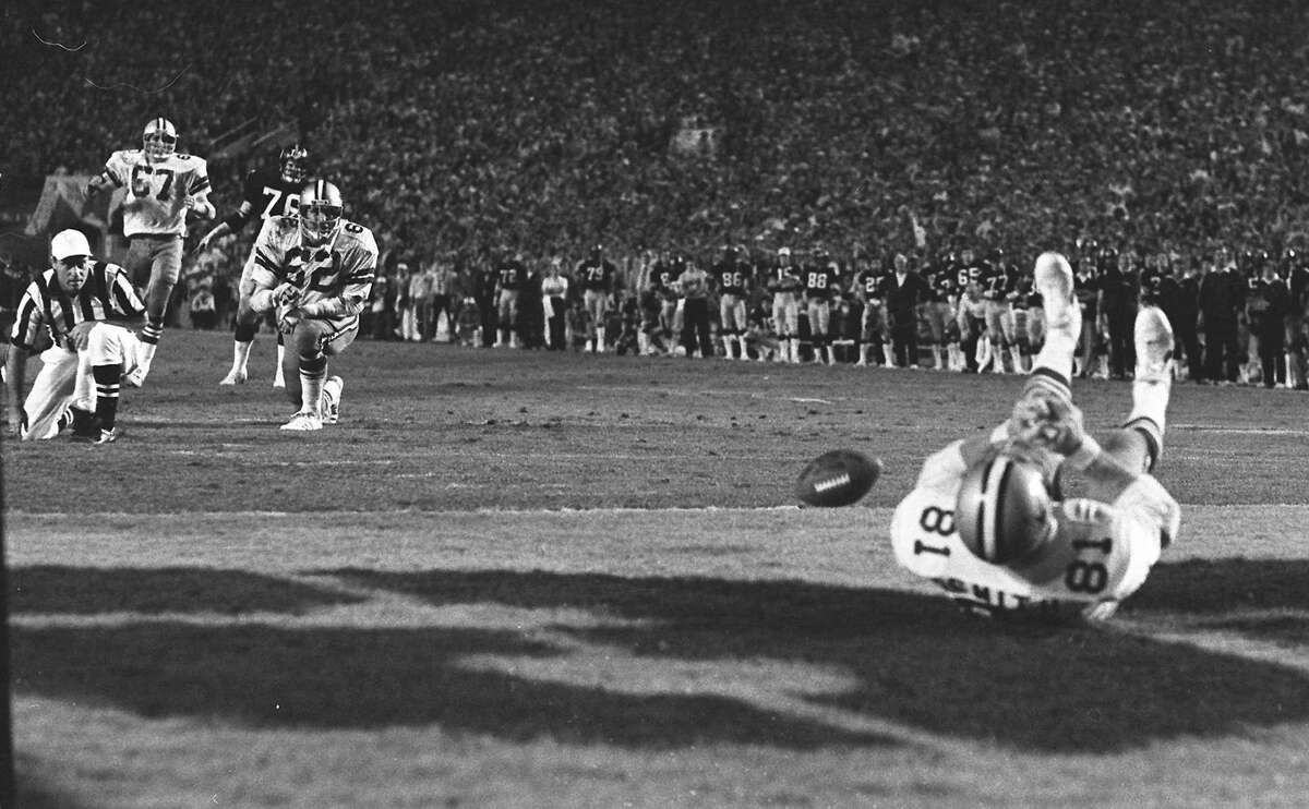 A wide open Dallas Cowboys Jackie Smith misses a tying pass in the endzone against the Pittsburgh Steelers in the third quarter of Super Bowl XIII game in Miami, Fl., on Jan. 22, 1979. (AP Photo/Phil Sandlin)