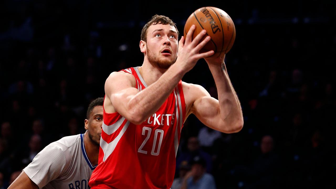 Spurs agree to terms with Lithuanian big man Donatas Motiejunas