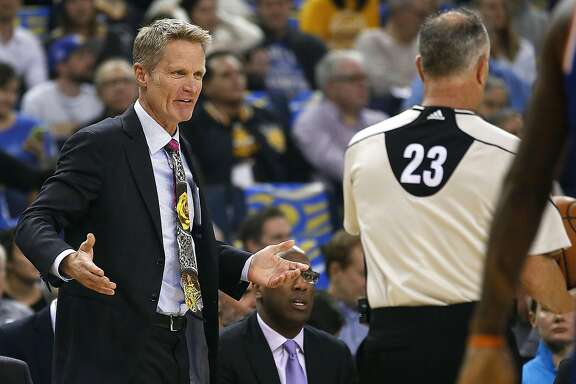 Golden State Warriors head coach Steve Kerr argues a call with referee Jason Phillips (23) during the first half of a NBA game against New York Knicks at Oracle Arena in Oakland, Calif., on Thursday, Dec. 15, 2016. Warriors won 103-90.