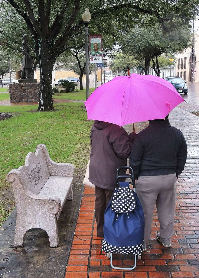 A cold front will reach Laredo overnight Saturday. Photo: Cuate Santos /Laredo Morning Times File / LAREDO MORNING TIMES