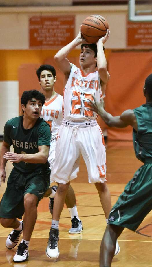 Andy Pompa hit a buzzer-beating 3-pointer Friday capping United's comeback in a 44-43 win over San Antonio Reagan. Photo: Danny Zaragoza /Laredo Morning Times / Laredo Morning Times