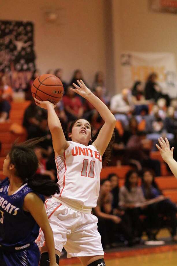 United's Olivia Campero and the Lady Longhorns lost 66-64 at home to South San on Friday. Photo: Clara Sandoval / Laredo Morning Times