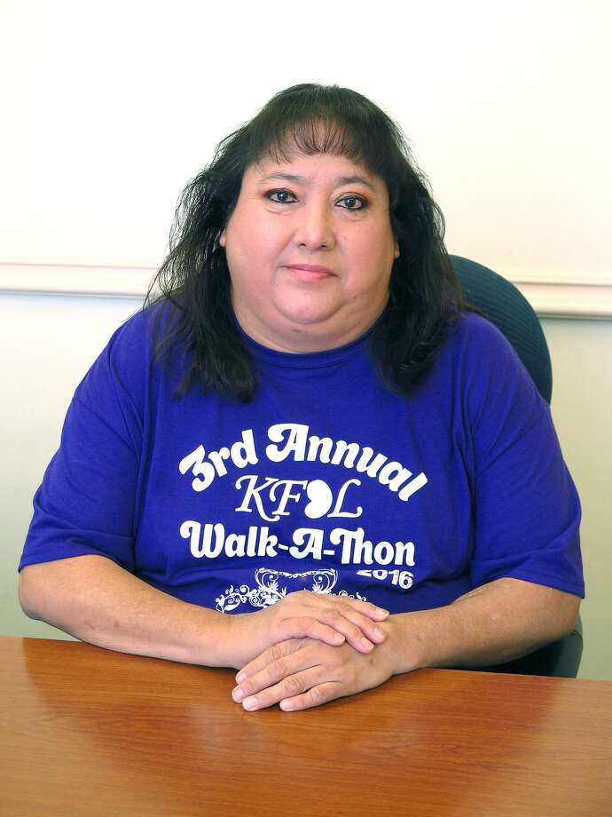 The Kidney Foundation of Laredo offers support to dialysis patient Rosa Santos. Photo: Cuate Santos / LMT / Laredo Morning Times