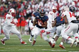 UTSA running back Jarveon Williams (center) finished with 125 yards in his final collegiate game.