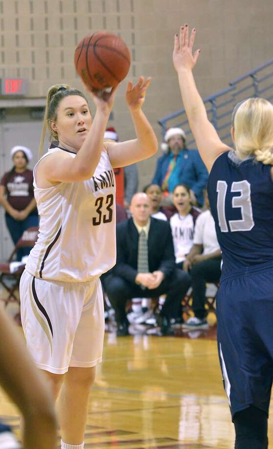 Hannah Beede scored 12 points and grabbed nine rebounds, but TAMIU set a new school record for fewest points scored in a game losing 76-33 to Arkansas-Fort Smith Saturday. Photo: Cuate Santos /Laredo Morning Times / Laredo Morning Times