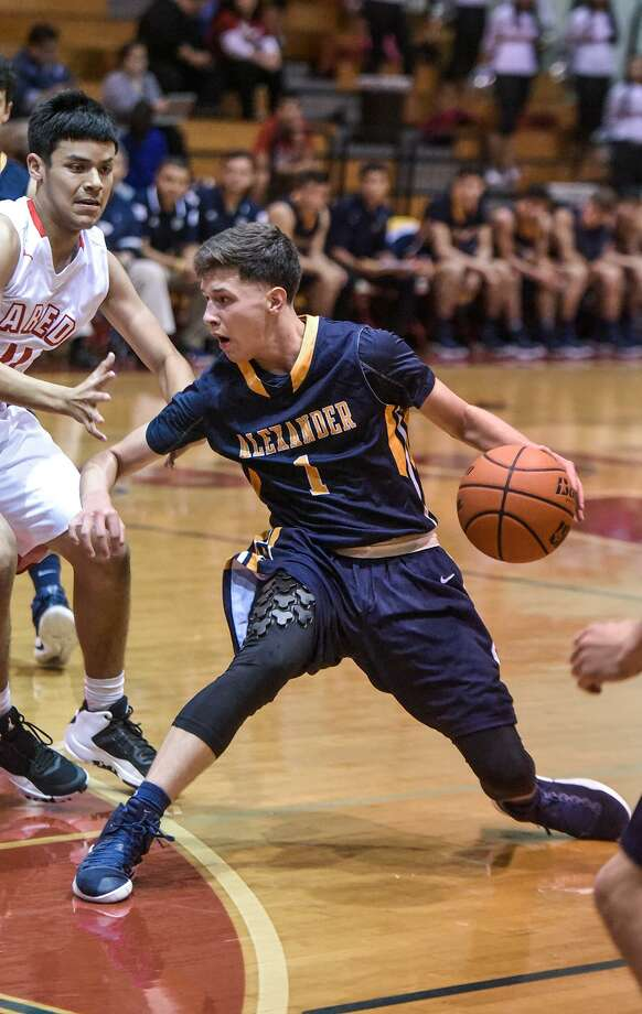 Alexander's Marco Peña averaged 21 points and made 19 3-pointers in six games to earn the MVP award at the PSJA North Tournament. Photo: Danny Zaragoza /Laredo Morning Times File / Laredo Morning Times