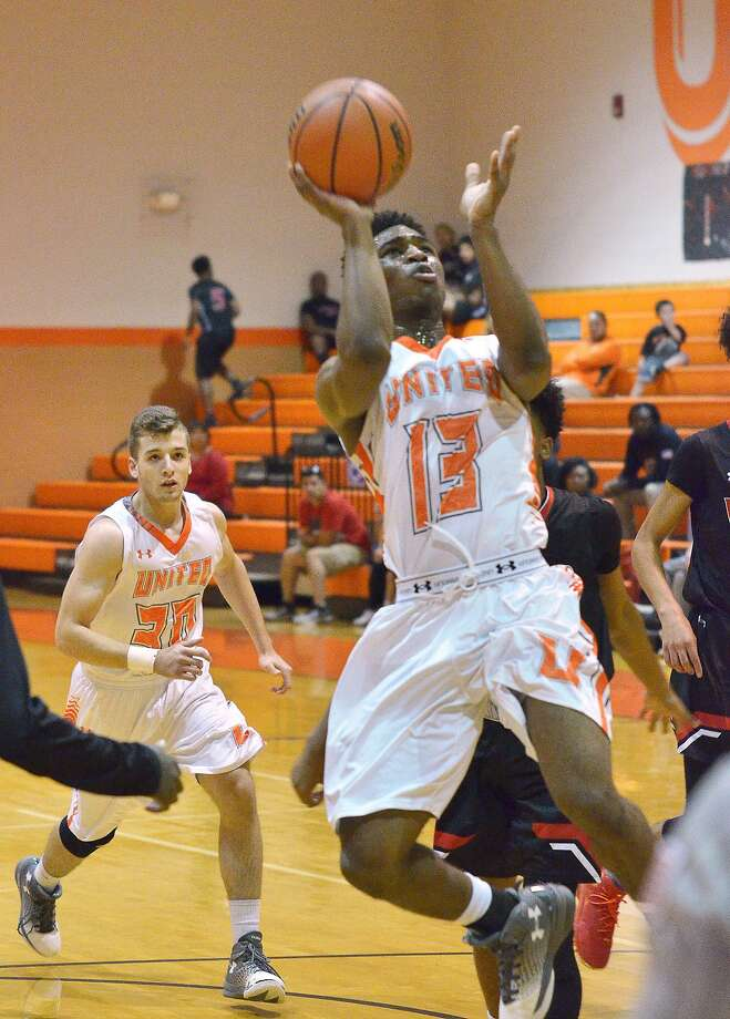 Marlon Williams made a pair of free throws late to help United hang on 57-54 over San Antonio Wagner. Photo: Cuate Santos / Laredo Morning Times / Laredo Morning Times
