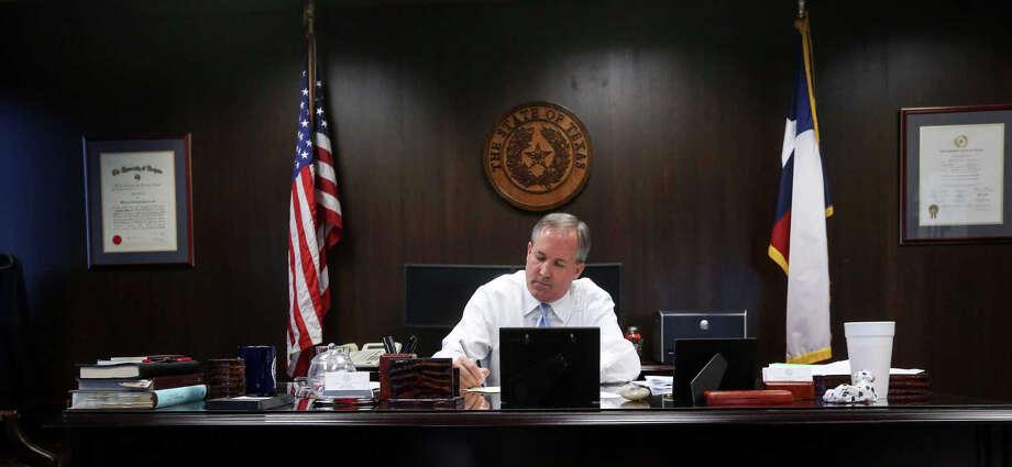 Texas Attorney General Ken Paxton writes a birthday card to an elderly constituent, Friday, Oct. 21, 2016, in Austin. Photo: Jon Shapley/Houston Chronicle