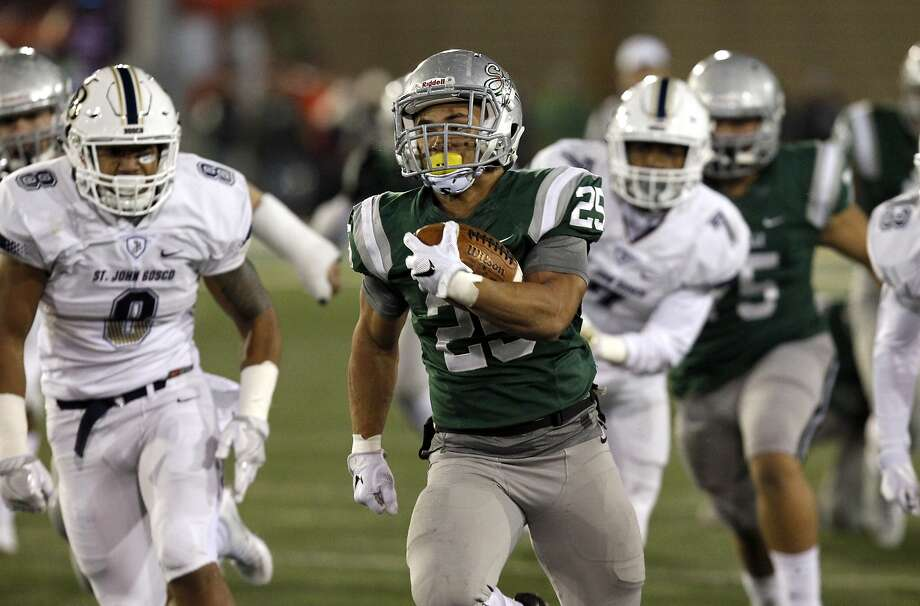 De La Salle running back Kairee Robinson, center, will be among the Spartans returning next season to play a rugged schedule that includes three-time national champion Bishop Gorman-Las Vegas. Photo: Steve Yeater, Associated Press
