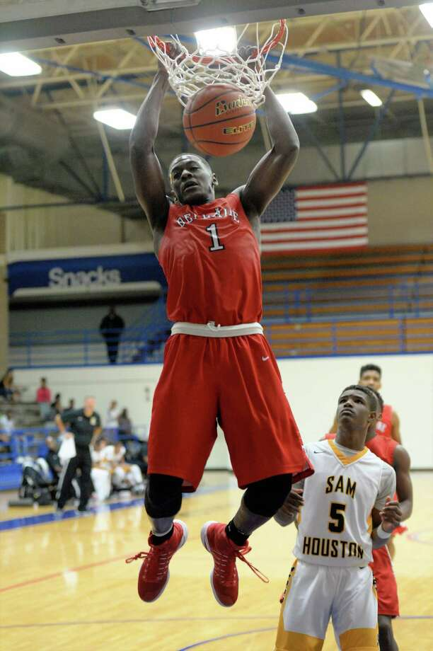 Maxwell Evans (1) of Bellaire completes a slam-dunk during the overtime period of a boys basketball game between the Bellaire Cardinals and the Sam Houston Tigers during the Houston ISD Tournament on Saturday December 17, 2016 at The Pavilion, Houston, TX. Photo: Craig Moseley, Houston Chronicle / ©2016 Houston Chronicle