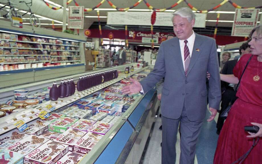 Boris Yeltsin and a handful of Soviet companions made an unscheduled 20-minute visit to a Randall's Supermarket after touring the Johnson Space Center in Sept. 1989. Between trying free samples of cheese and produce and staring at the frozen food selections, Yeltsin roamed the aisles of Randall's nodding his head in amazement. Photo: Larry Reese, © Houston Chronicle / Houston Chronicle