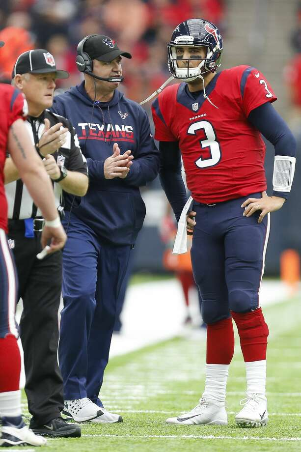 Houston Texans head coach Bill O'Brien talks to quarterback Tom Savage (3) during the second quarter of an NFL game at NRG Stadium Sunday, Dec. 18, 2016 in Houston. ( Michael Ciaglo / Houston Chronicle ) Photo: Michael Ciaglo/Houston Chronicle