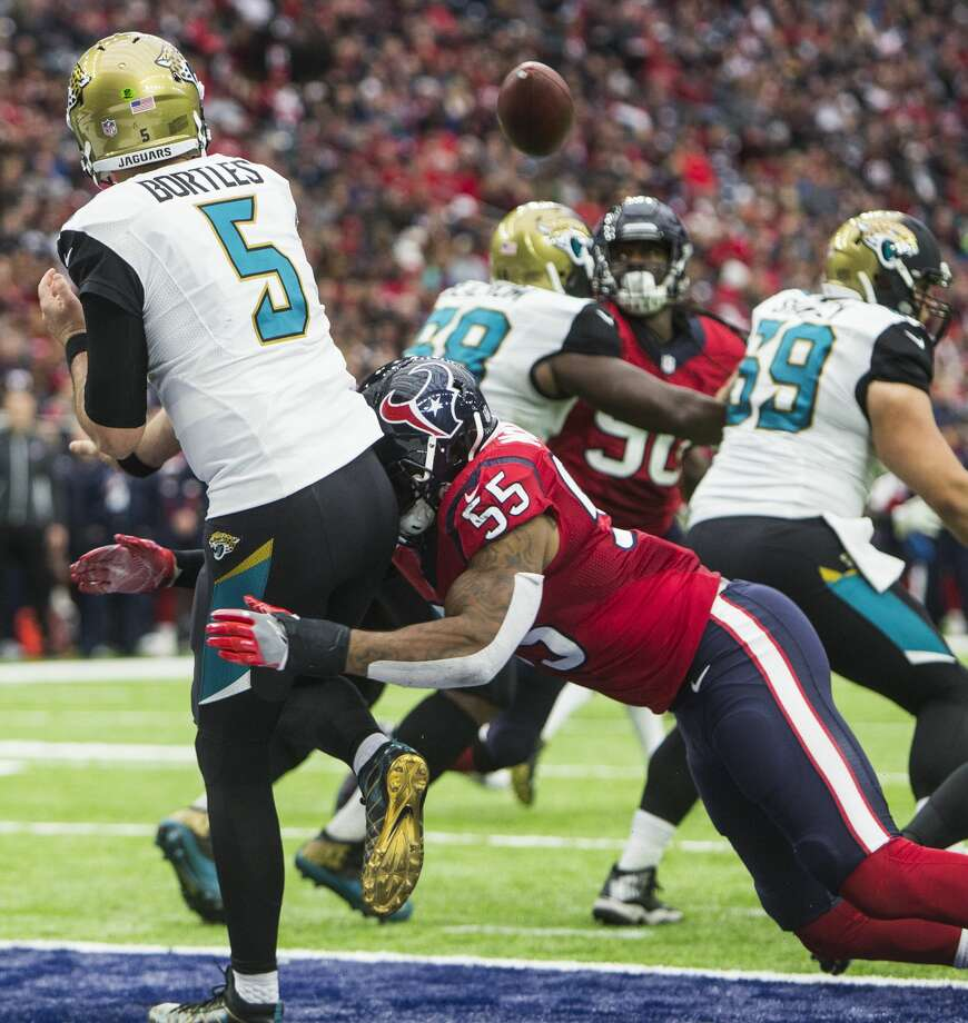 Houston Texans inside linebacker Benardrick McKinney (55) hits Jacksonville Jaguars quarterback Blake Bortles (5) as he releases a pass that fell incomplete during the second quarter of an NFL football game at NRG Stadium on Sunday, Dec. 18, 2016, in Houston. ( Brett Coomer / Houston Chronicle ) Photo: Brett Coomer/Houston Chronicle