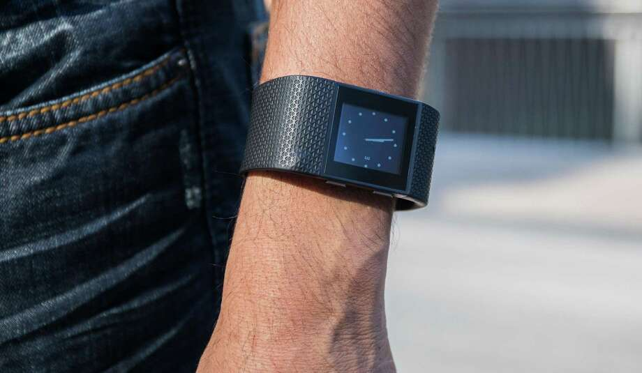 Fitbit expects to report that it sold 6.5 million devices in the quarter ended Dec. 31, with revenue of $572 million to $580 million, the company said in a statement Monday. Analysts were expecting $736.4 million, on average. Photo: Zbigniew Bzdak /Chicago Tribune / Chicago Tribune