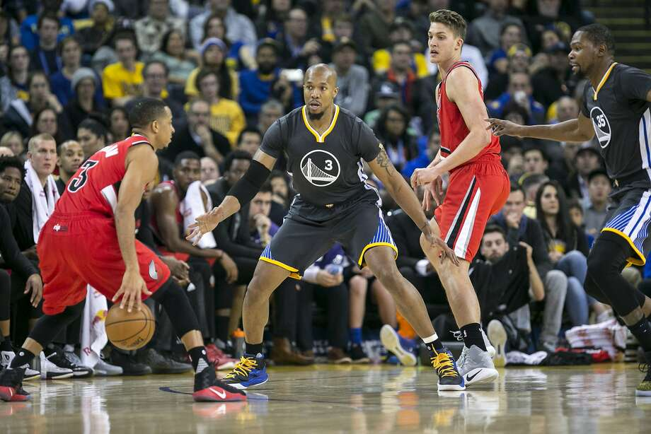 Curry scores 35 as Warriors topple Trail Blazers