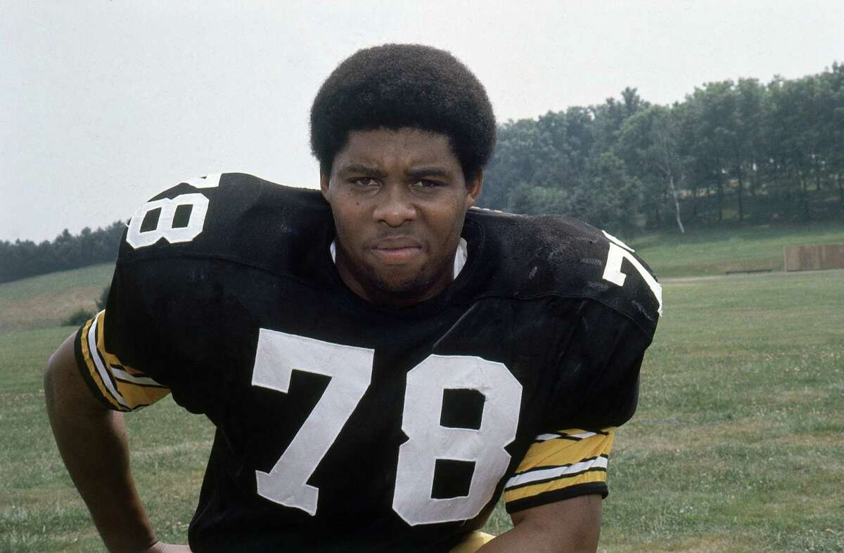"""**FILE** In this 1975 file photo, Pittsburgh Steelers defensive end Dwight White is seen. White, the Steel Curtain defensive end known as """"Mad Dog"""" who helped lead the Pittsburgh Steelers to four Super Bowl titles in the 1970s, died following surgery. He was 58. The cause was not disclosed. (AP Photo, File)"""