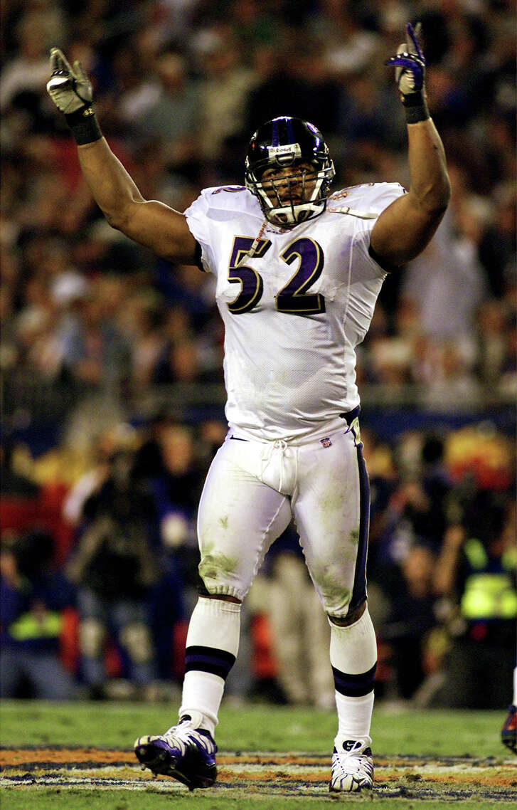Baltimore Ravens linebacker Ray Lewis celebrates an interception of New York Giants quarterback Kerry Collins by the Ravens' Chris McAlister, stopping a Giants drive near the end of  the second quarter of Super Bowl XXXV in Tampa, Florida January 28, 2001.   REUTERS/Gary Cameron