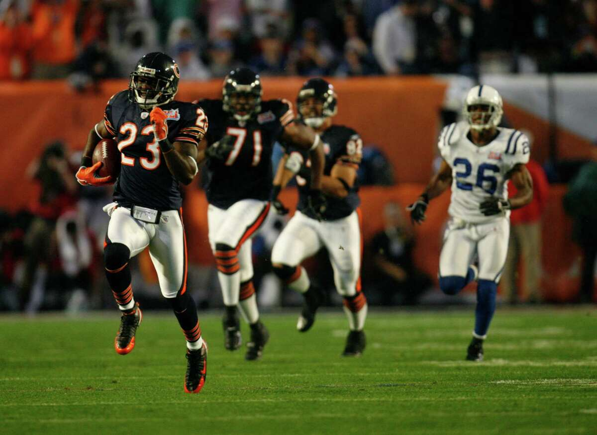 Devin Hester runs back the first ever opening super bowl kick off for a touchdown. Super Bowl XLI Miami, February 4, 2007 Chicago Tribune photo by Jim Prisching ..OUTSIDE TRIBUNE CO.- NO MAGS, NO SALES, NO INTERNET, NO TV, CHICAGO OUT.. 00274367A SuperBowl