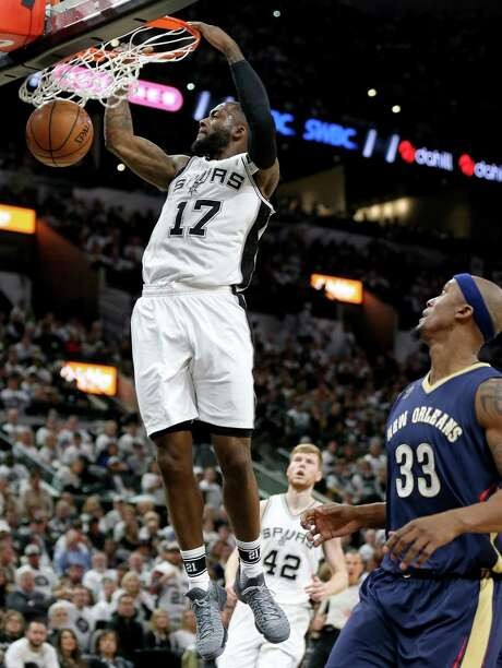 San Antonio Spurs' Jonathon Simmons dunks as New Orleans PelicansÕ Dante Cunningham looks on during second half action Sunday Dec. 18, 2016 at the AT&T Center. The Spurs won 113-100. Photo: Edward A. Ornelas, Staff / San Antonio Express-News / © 2016 San Antonio Express-News