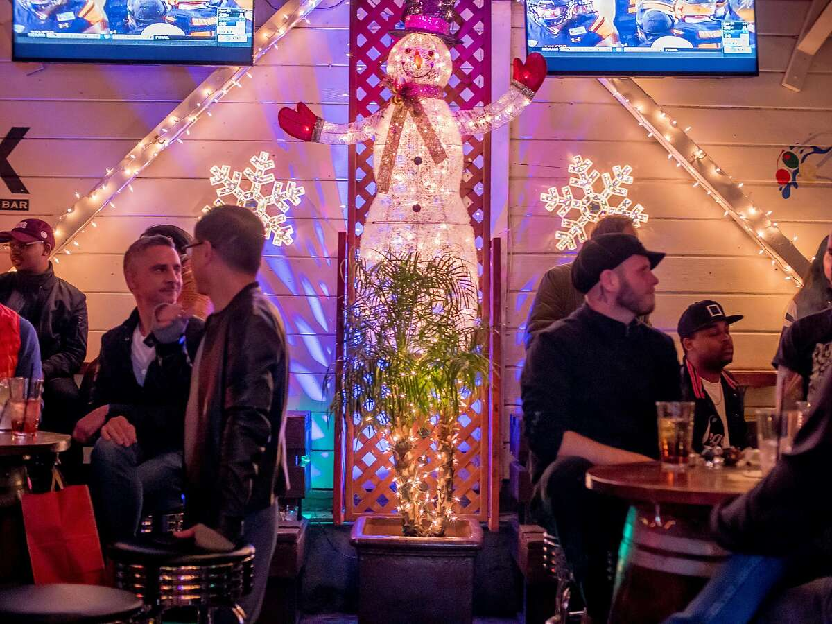 People have drinks at the Mix bar in San Francisco, Calif. on December 17th, 2016.