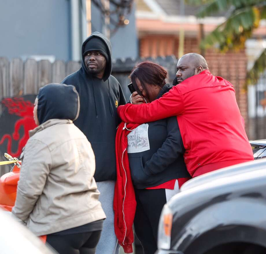Family members react as the body of a man killed in the D Bar at 4409 Dowling is brought out by the medical examiners after he was shot around 1:20am, Monday, Dec 19, 2016. (Karen Warren /Houston Chronicle) Photo: Karen Warren ,  Houston Chronicle