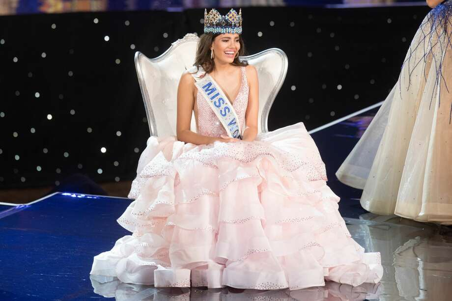 Miss Puerto Rico Stephanie Del Valle reacts after being crowned Miss World during the Miss World 2016 pageant at the MGM National Harbor December 18, 2016 in Oxon Hill, Maryland. Photo: ZACH GIBSON/AFP/Getty Images