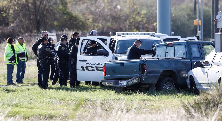 Houston Police surround a pickup truck after a brief chase that ended at Rankin Road and the northbound I-45 service road, Monday, Dec 19, 2016. (Karen Warren /Houston Chronicle)