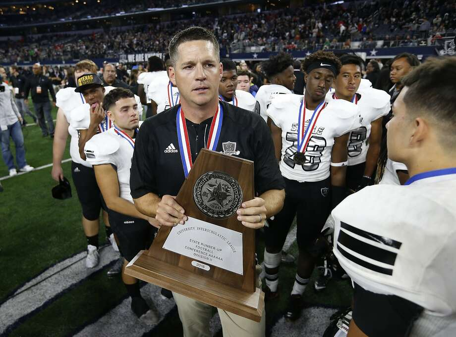 Steele head coach Scott Lehnhoff (center) holds the runner-up trophy after the Knights lose to DeSoto in the Class 6A Division II state championship football game at AT&T Stadium in Arlington on Saturday, Dec. 17, 2016. DeSoto defeated Steele, 39-29. (Kin Man Hui/San Antonio Express-News) Photo: Kin Man Hui, San Antonio Express-News