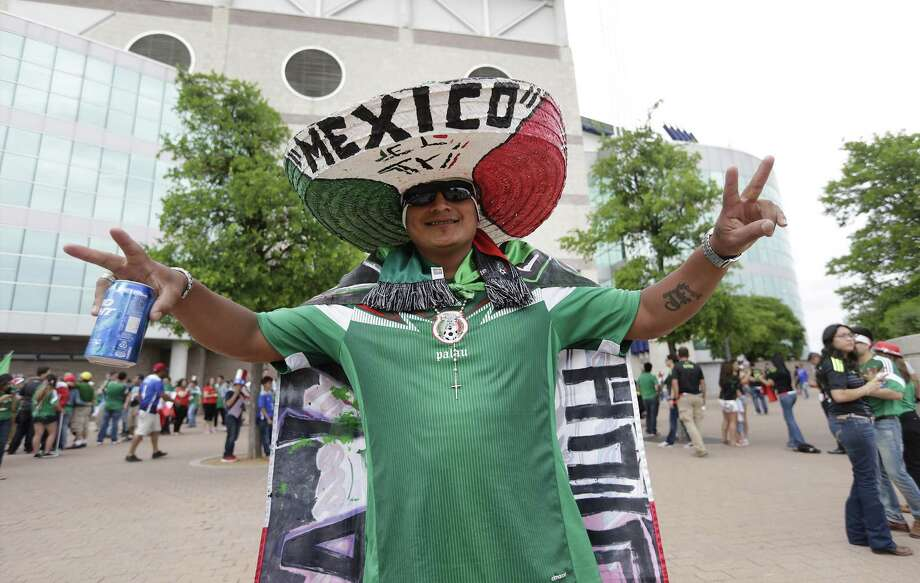 Fan Jesus Fuentes of San Antonio shows support for his team before the start of the United States-Mexico soccer match at the Alamodome on April 15, 2015. Photo: Kin Man Hui /San Antonio Express-News / ©2015 San Antonio Express-News