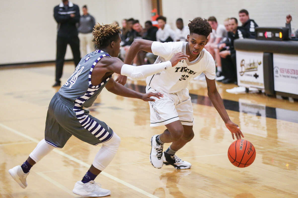 ConroeÂ?'s Petey Edmond (30) drives for the basket as WillisÂ?' Mark Hector Jr. (24) defends during the varsity boys basketball game on Monday, Dec. 19, 2016, at Conroe High School. (Michael Minasi)