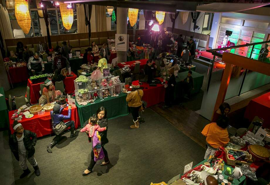 Vendors and shoppers at the Fillmore Holiday Market. Photo: Santiago Mejia, The Chronicle