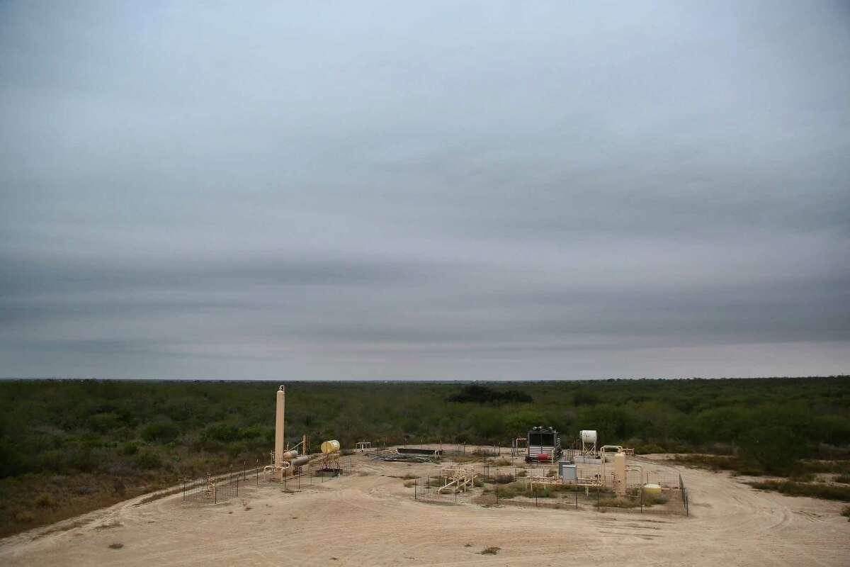 An oil lease run by Welder Exploration & Production, Inc., Tuesday, Dec. 6, 2016, near Beeville. ( Mark Mulligan / Houston Chronicle )
