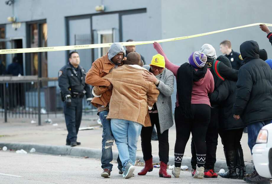 """Family members comfort one another as the body of Untorio Jones is brought out from """"Dbar,"""" a club near Dowling and Wheeler, by medical examiners on Monday. Photo: Karen Warren, NightclubShooting / Houston Chronicle"""