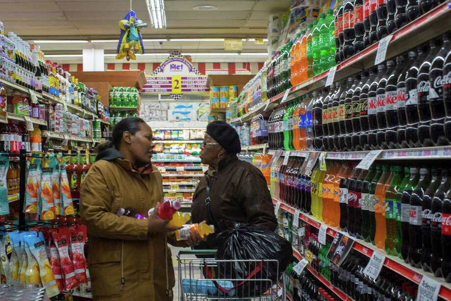 Customers visit the soda aisle in a New York grocery store. A new study about sugar consumption elicited sharp criticism from public health experts. Photo: DAVE SANDERS, STR / NYTNS