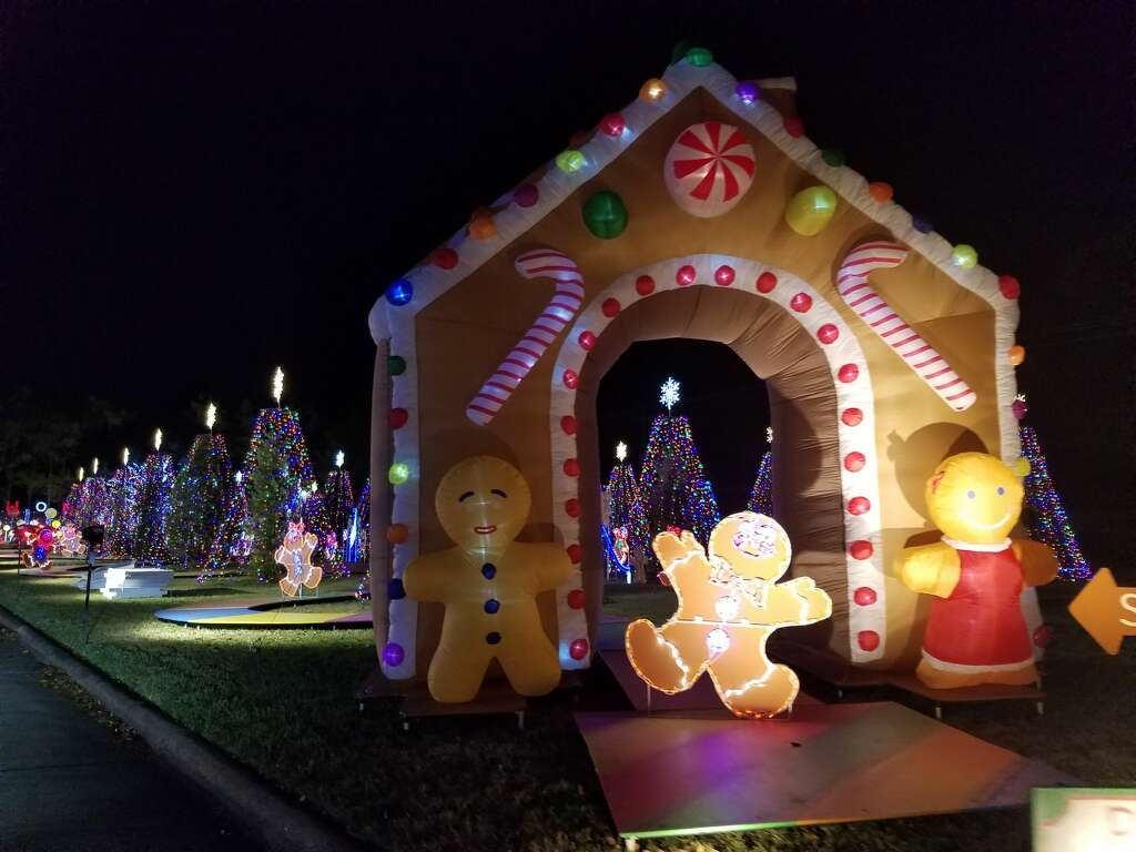 2016 Christmas Lights Display On Quincannon Lane In Spring Branch, Houston,  TexasKeep Going To