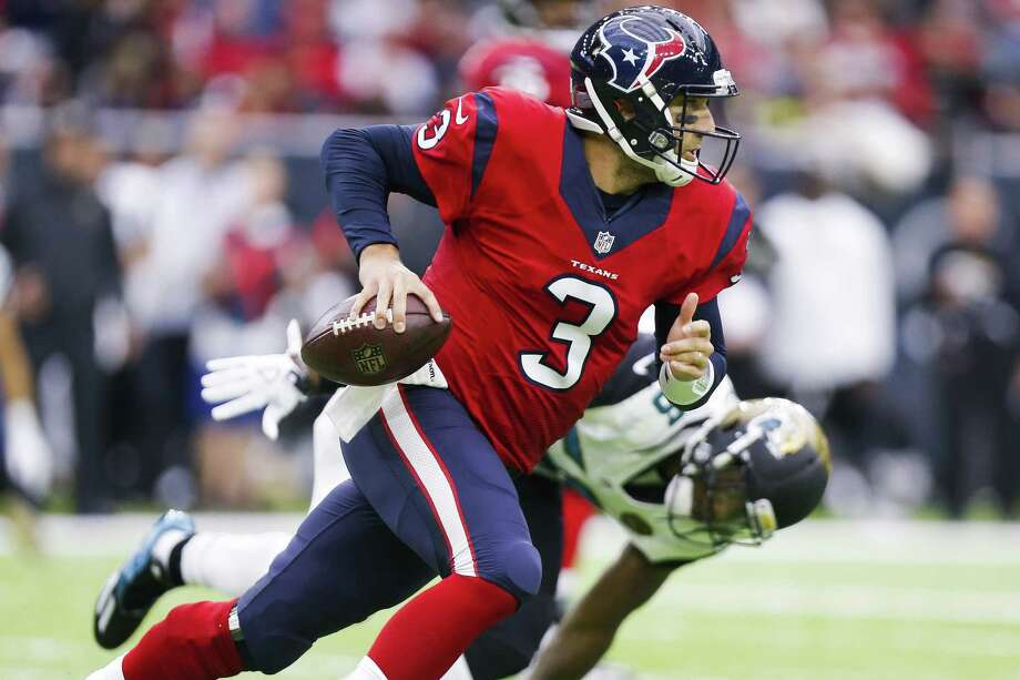 Texans quarterback Tom Savage runs out of the pocket during the second quarter against Jacksonville at NRG Stadium on Dec. 18, 2016 in Houston. Photo: Michael Ciaglo /Houston Chronicle / © 2016  Houston Chronicle