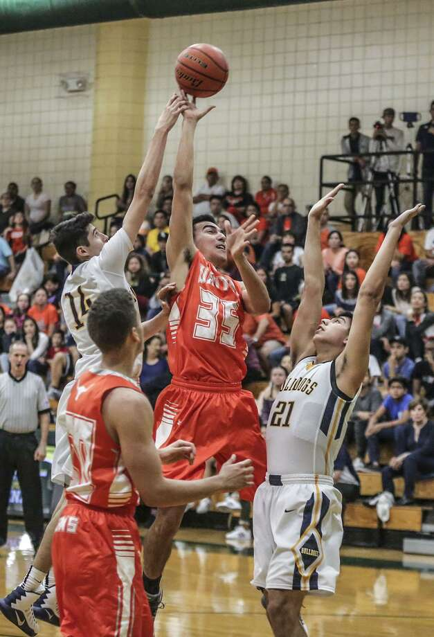 United opens defense of its district title Tuesday hosting United South at 7:30 p.m. while Alexander travels for a 2 p.m. game against San Antonio Southwest. Photo: Victor Strife /Laredo Morning Times File