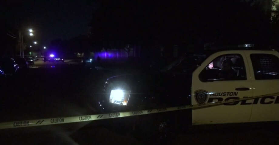 A man died in a shooting during an altercation outside at an apartment complex  about 8 p.m. Monday, Dec. 19, 2016, at 7120 Village Way near Woodridge in southeast Houston. (Metro Video)