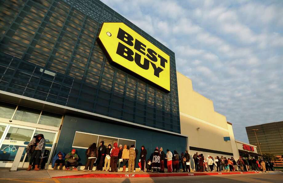 People line up outside of the Galleria Best Buy on Tuesday to buy the Nintendo NES Classic video game system. Photo: Karen Warren, NESbestbuy / Houston Chronicle